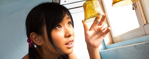 Nana Ogura w różowej koszulce