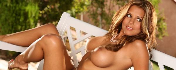 Nicole Graves – Ławeczka w ogrodzie