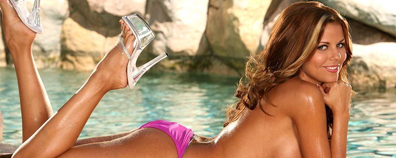 Nicole Graves w różowym bikini
