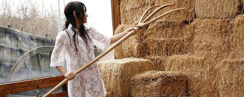 Nurie Mika w stodole
