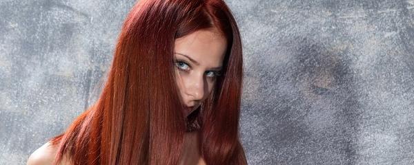 Rufina w rudych włosach