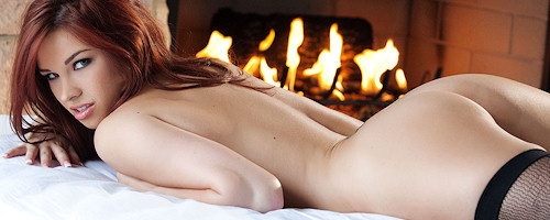 Sabrina Maree przy kominku