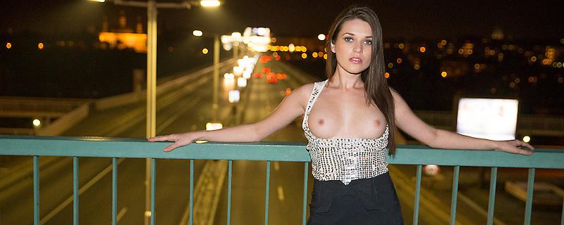 Serena Wood – Nocny spacer po starym mieście
