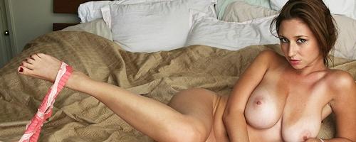Shay Laren w sypialni