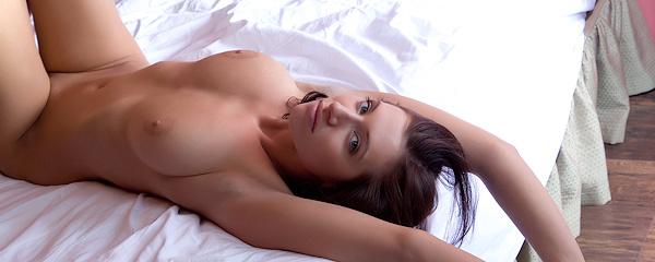 Simone – Poranek w sypialni