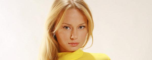 Sonya w żółtej bluzce