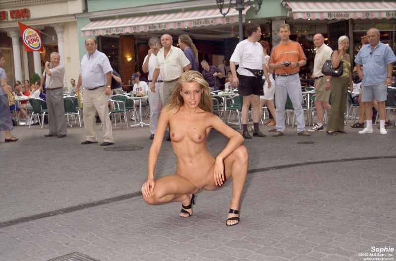 Sophie Nude In Public 116