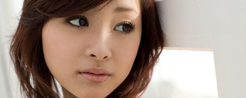 Suzuka Ishikawa – Biała sukieneczka