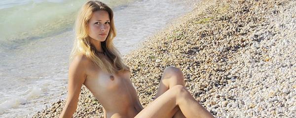 Toksik – Kamienista plaża