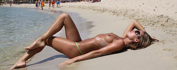 Veronika Fasterova – Skromne zielone bikini