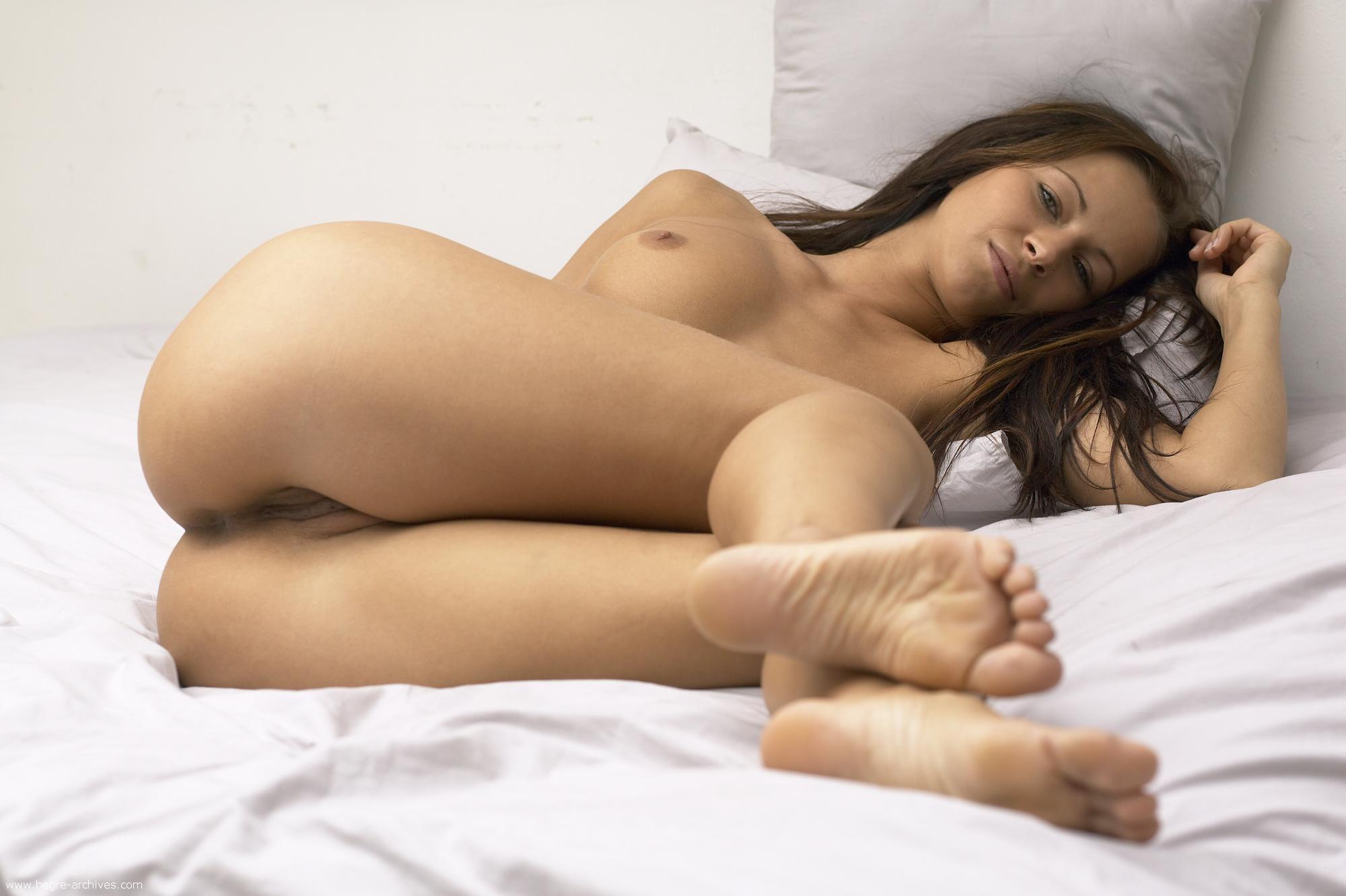 Тёлки в постели на фото 26 фотография