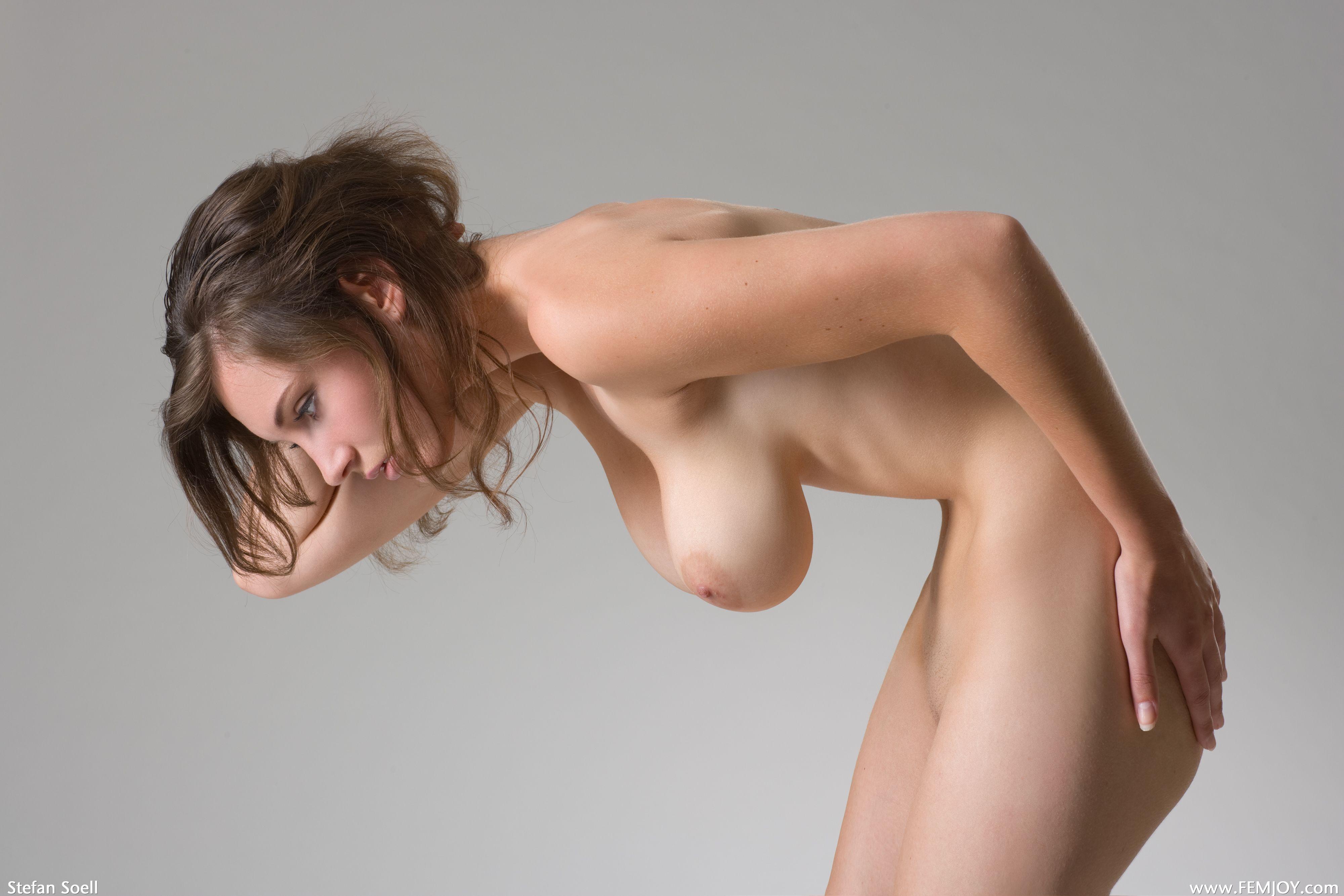 Стоячая женская грудь фото 5 фотография