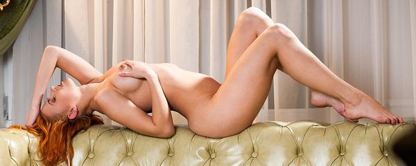 Zarina na kanapie